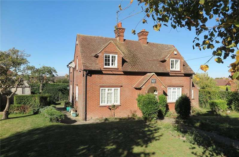 3 Bedrooms Detached House for sale in Alton Road, Odiham, Hampshire, RG29