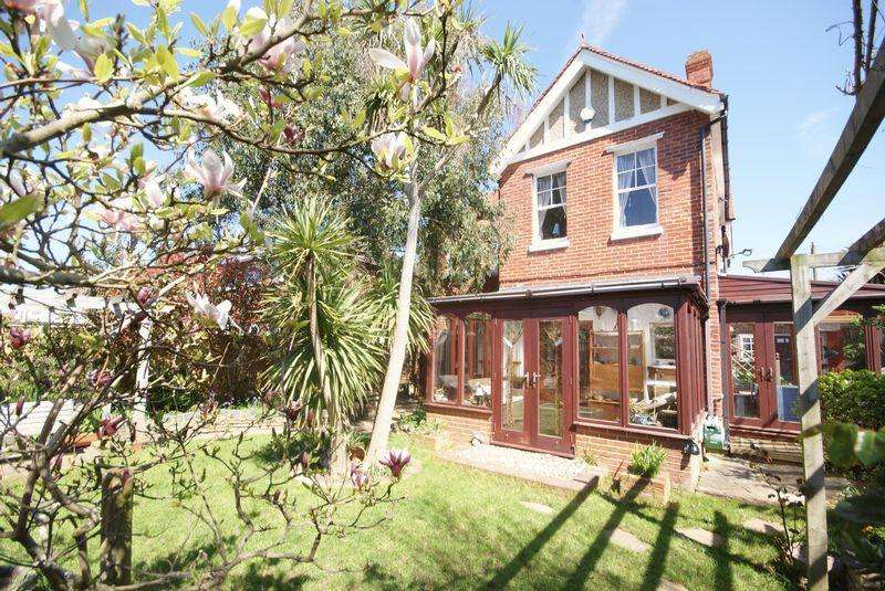 4 Bedrooms Detached House for sale in Montserrat Road, Lee-On-The-Solent, PO13