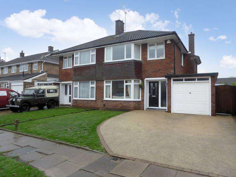 3 Bedrooms Semi Detached House for sale in Appleby Gardens, South West Dunstable