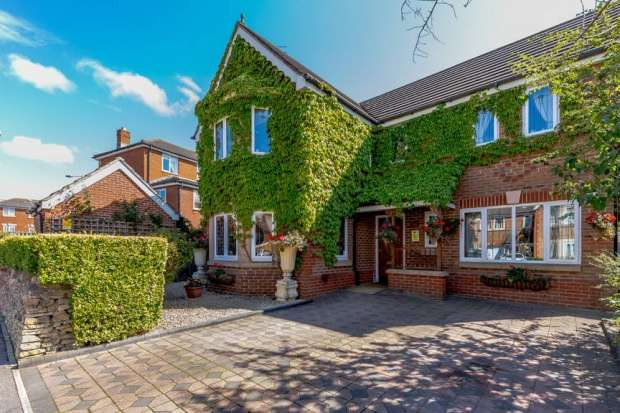 4 Bedrooms Detached House for sale in Thetford Way, Swindon, Wiltshire, SN25 1WJ