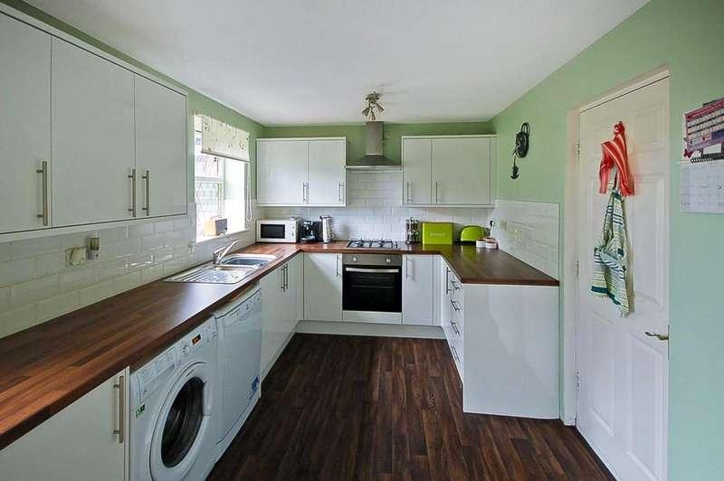 4 Bedrooms Detached House for sale in Heyworth Avenue, Blackburn