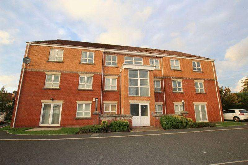2 Bedrooms Apartment Flat for sale in Skiddaw Close, Middleton, Manchester M24 5RY