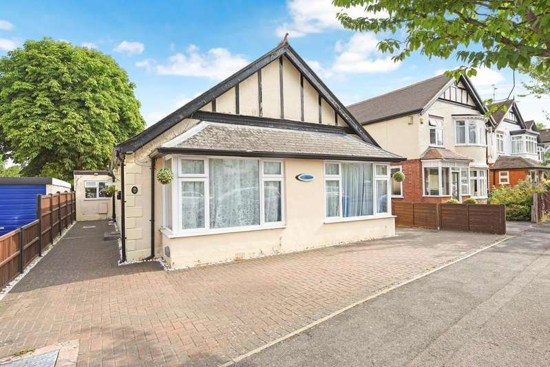 4 Bedrooms Detached Bungalow for sale in Church Road West, Farnborough