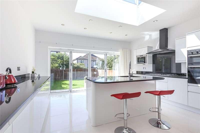 4 Bedrooms Semi Detached House for sale in Broad Walk, London, SE3