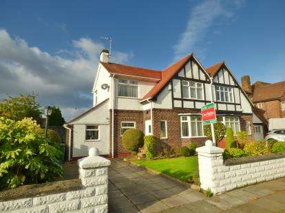 3 Bedrooms Semi Detached House for sale in The Wiend, Birkenhead, Wirral, CH42