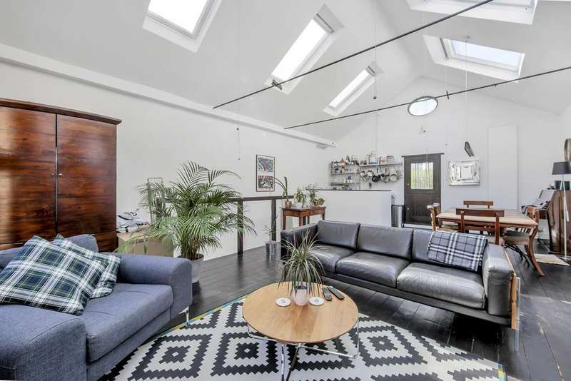 2 Bedrooms Mews House for sale in Claylands Place, London SW8