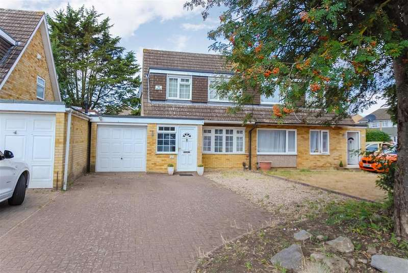 3 Bedrooms Semi Detached House for sale in Hag Hill Rise, Taplow, Maidenhead