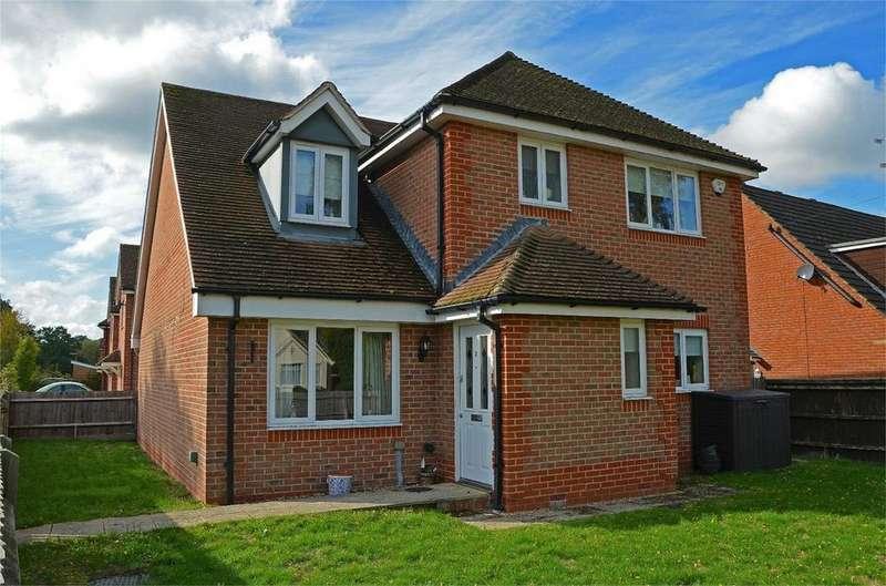 4 Bedrooms Detached House for sale in Sherrard Way, Mytchett, Camberley, Surrey