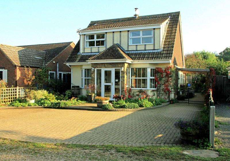 4 Bedrooms Detached House for sale in New Town Road, Thorpe-Le-Soken, Clacton-On-Sea