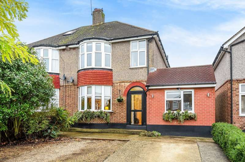 3 Bedrooms Semi Detached House for sale in Chapel Farm Road, London