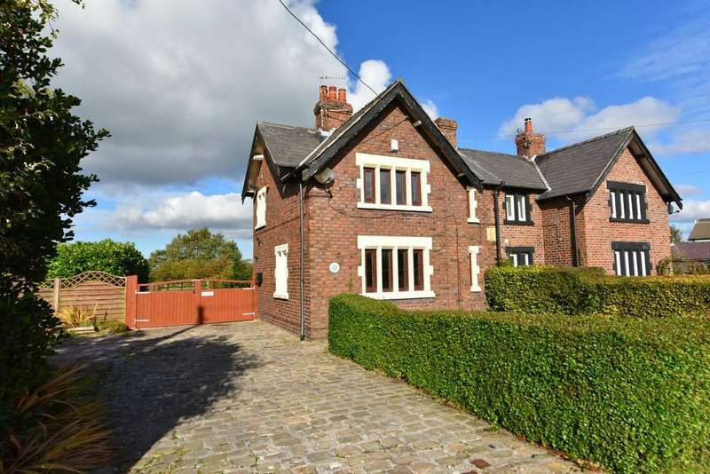 3 Bedrooms Semi Detached House for sale in Hall Lane, Simonswood