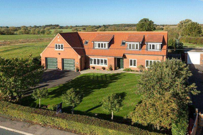 6 Bedrooms Detached House for sale in Main Street, Sutton on Derwent, York, East Yorkshire, YO41
