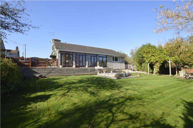 2 Bedrooms Detached Bungalow for sale in Factory Road, Winterbourne BS36 1QL