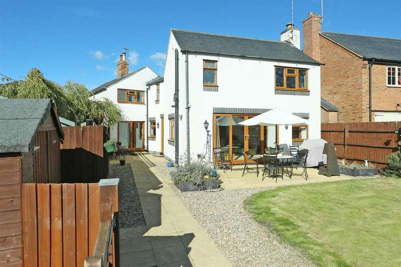3 Bedrooms Cottage House for sale in Kelmarsh Road, Clipston, Northamptonshire