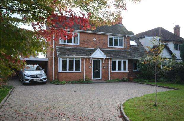 4 Bedrooms Detached House for sale in Finchampstead Road, Wokingham, Berkshire