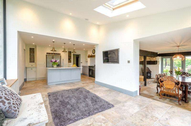 5 Bedrooms Detached House for sale in The Street, Regil, Bristol, North Somerset, BS40