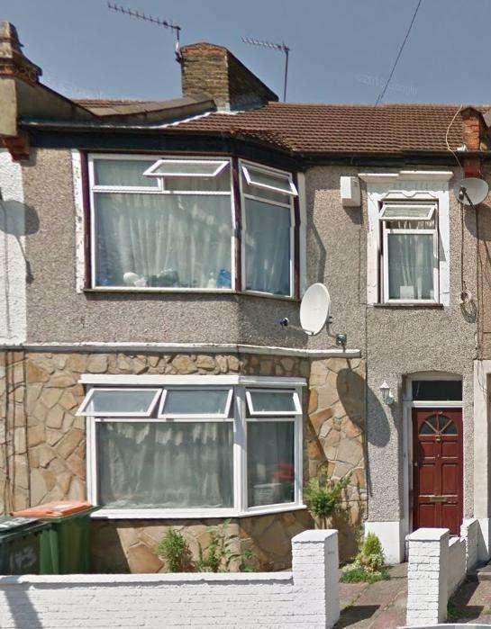 Studio Flat for sale in Charlemont Road, London, E6 6AG