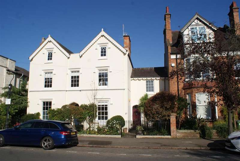 4 Bedrooms Semi Detached House for sale in Russell Terrace, Leamington Spa