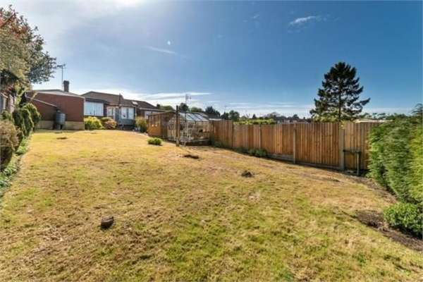 3 Bedrooms Semi Detached Bungalow for sale in Hillary Crescent, Luton, Bedfordshire