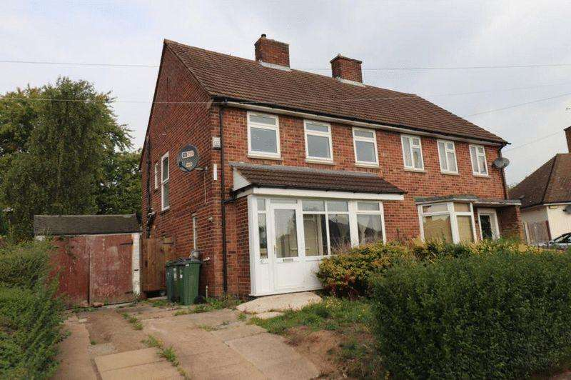 3 Bedrooms Semi Detached House for sale in Woodland Drive, Leicester