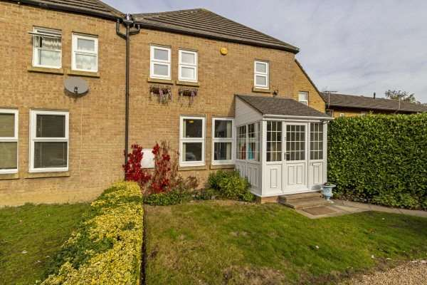 2 Bedrooms Semi Detached House for sale in Wards Stone Park, Bracknell, Berkshire