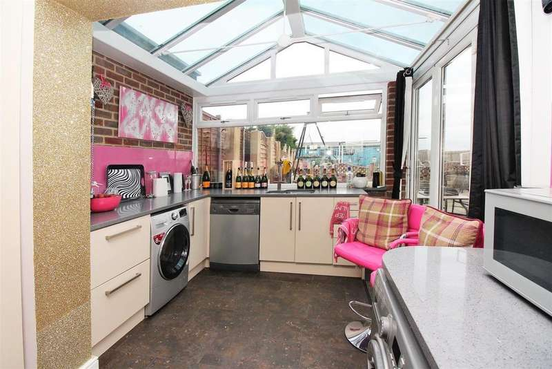 4 Bedrooms Semi Detached House for sale in Moat Lane, Erith