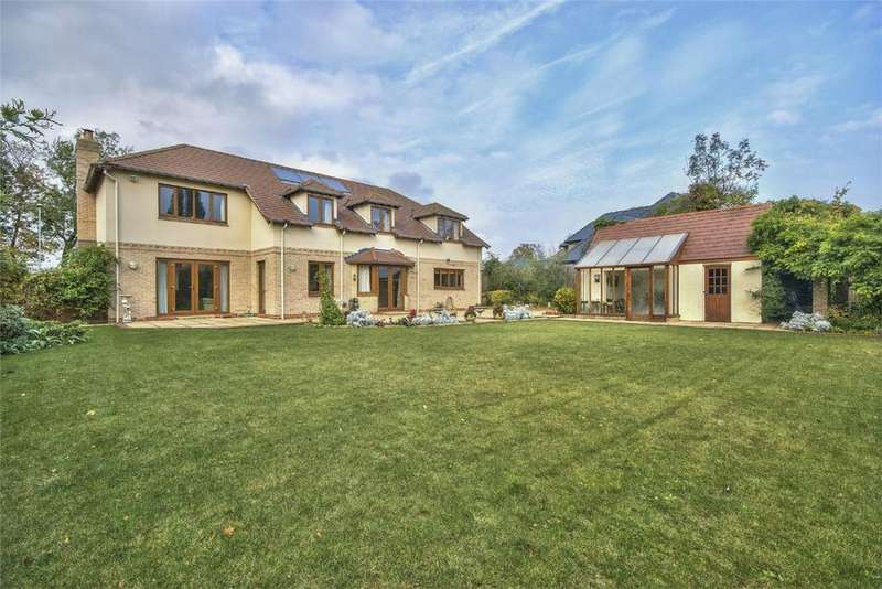 5 Bedrooms Detached House for sale in Longstaff Way, Hartford, Huntingdon, Cambridgeshire