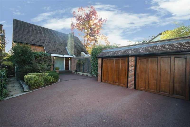3 Bedrooms Detached House for sale in Manorside, High Barnet, Herts