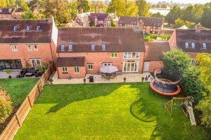 4 Bedrooms Detached House for sale in Earls Meadow, Warwick, Warwickshire, .