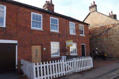 3 Bedrooms Terraced House for sale in Broad Street, Clifton, Shefford, Bedfordshire