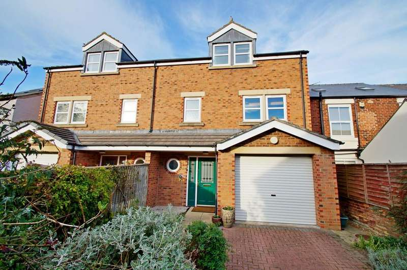 4 Bedrooms Semi Detached House for sale in Front Street, Broompark