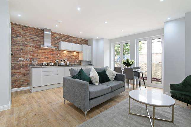 2 Bedrooms Apartment Flat for sale in Tessa Apartments, Flat 1, 117 East Dulwich Grove, London, SE22 8PU