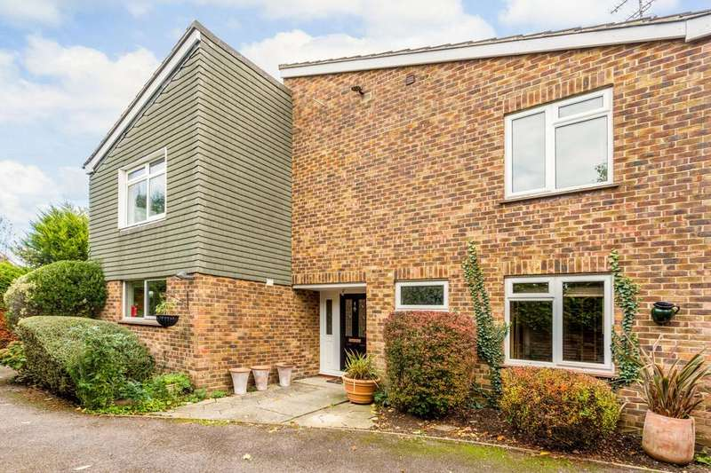 4 Bedrooms Detached House for sale in Great Oaks, Hutton, Brentwood, CM13