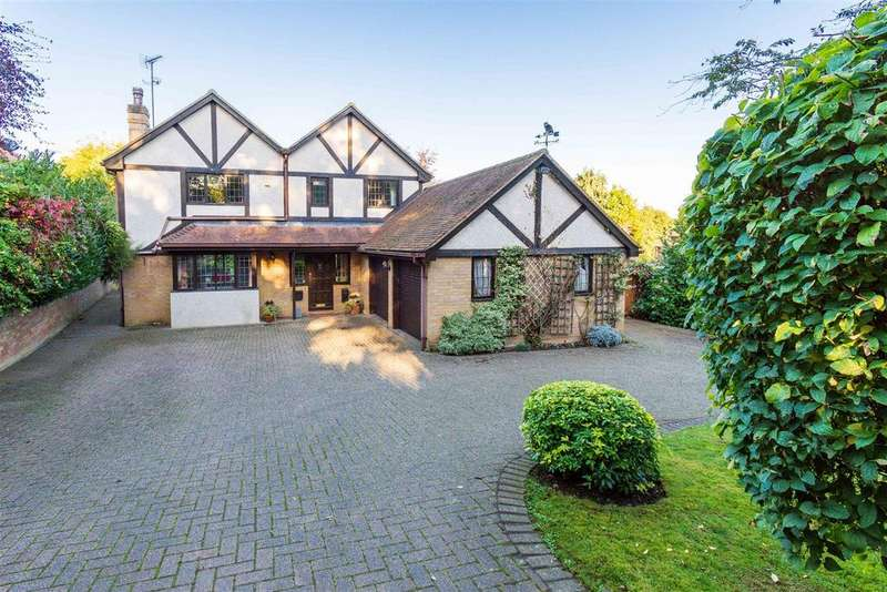4 Bedrooms Detached House for sale in Watermill Lane, Hertford