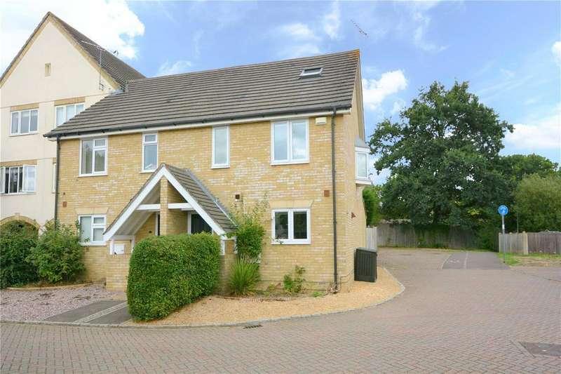 4 Bedrooms Semi Detached House for sale in Oakey Drive, Wokingham, Berkshire, RG40
