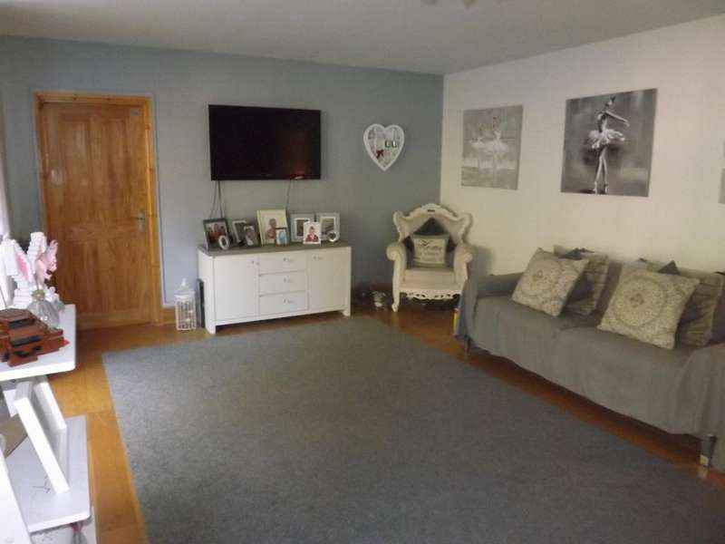 4 Bedrooms Bungalow for sale in Windmill Road, Nuneaton, Warwickshire, CV10