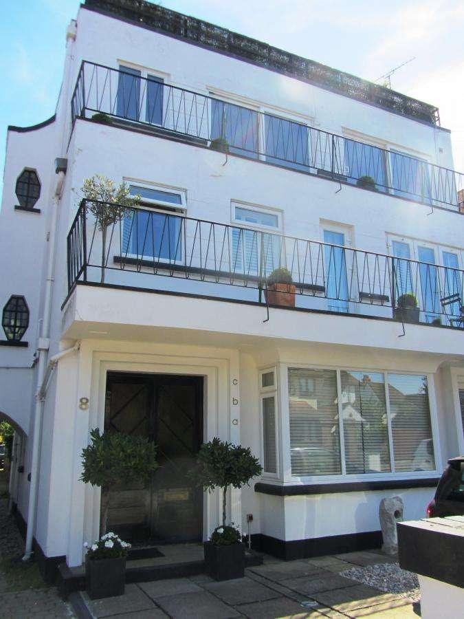 3 Bedrooms Flat for sale in Salisbury Road ,SS9