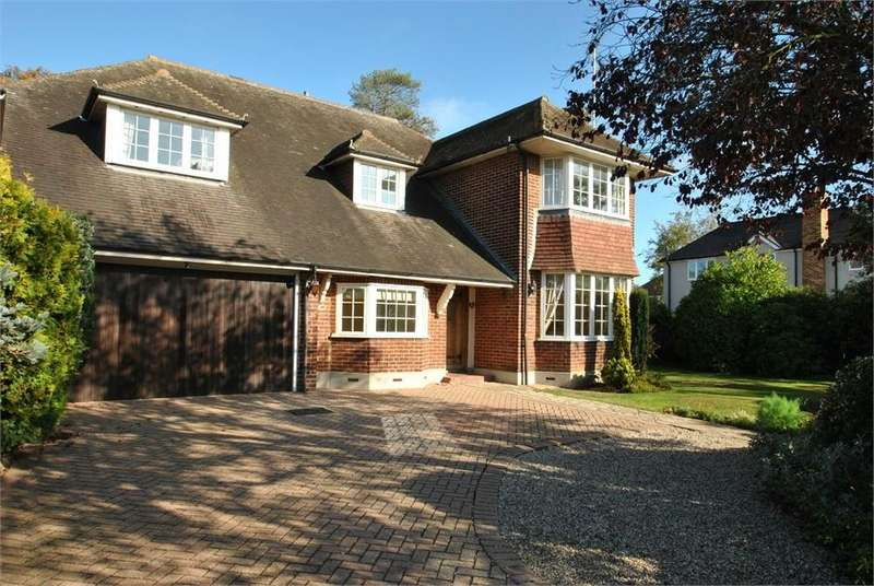 4 Bedrooms Detached House for sale in Roxwell Road, Chelmsford, Essex