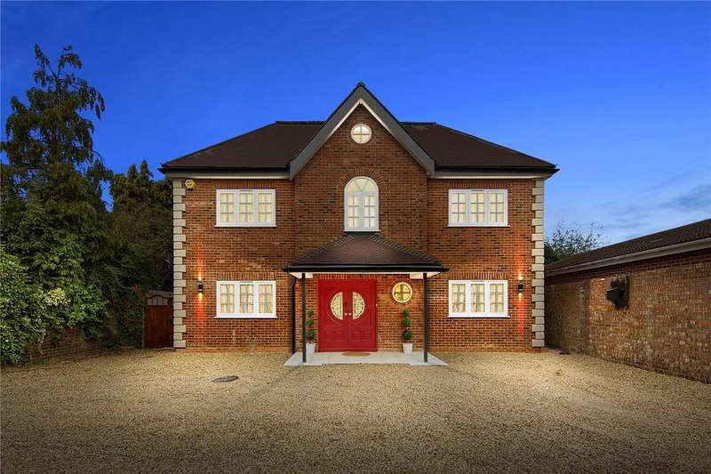 6 Bedrooms Detached House for sale in Rowan Walk, Hornchurch, RM11
