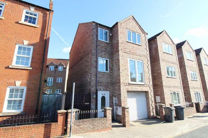 3 Bedrooms Town House for sale in All Saints Mews, Gainsborough
