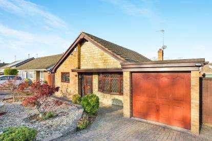3 Bedrooms Bungalow for sale in Milford Avenue, Stony Stratford, Milton Keynes, Buckinghamshire