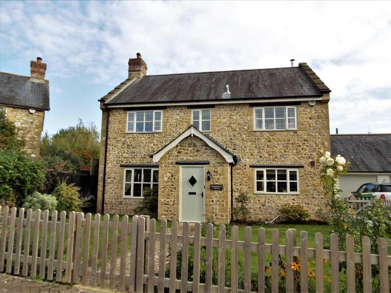 3 Bedrooms Detached House for sale in Hampton Court, Whitford