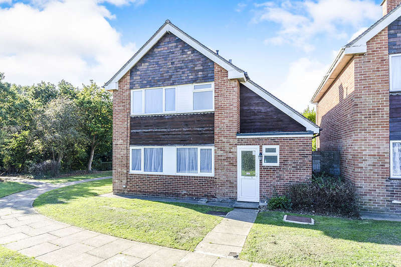 4 Bedrooms Detached House for sale in Hamilton Grove, Gosport, PO13