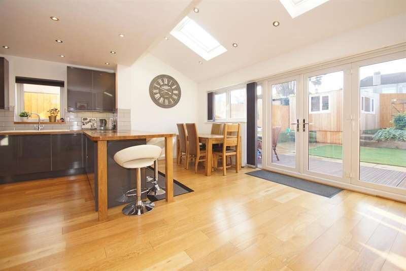 5 Bedrooms Detached House for sale in Priory Close, Dartford, DA1 2JF