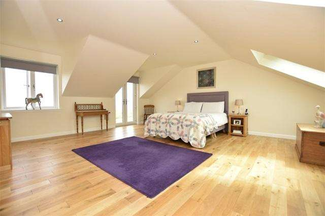 5 Bedrooms Detached House for sale in Brownhills Farm, Brownhills, St Andrews