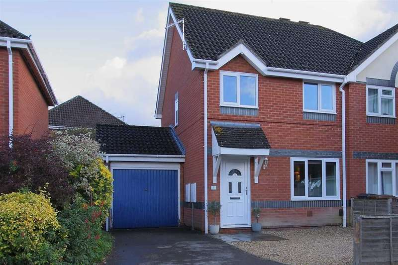3 Bedrooms Semi Detached House for sale in Hackwood Close, Andover