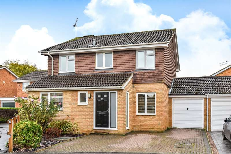 3 Bedrooms Detached House for sale in Hopeman Close, College Town, Sandhurst, Berkshire, GU47