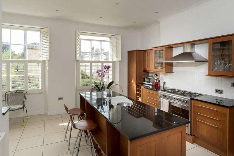 3 Bedrooms Maisonette Flat for sale in Cotham Road, Cotham, Bristol, BS6