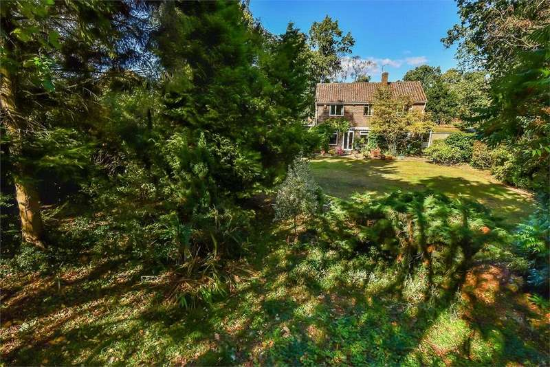4 Bedrooms Detached House for sale in Leopold Avenue, Farnborough, Hampshire