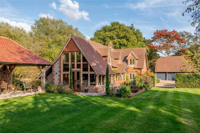 3 Bedrooms Detached House for sale in Church Lane, Greatham, Liss, Hampshire